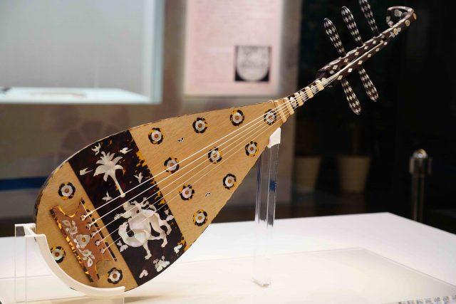 螺鈿紫檀の五弦琵琶