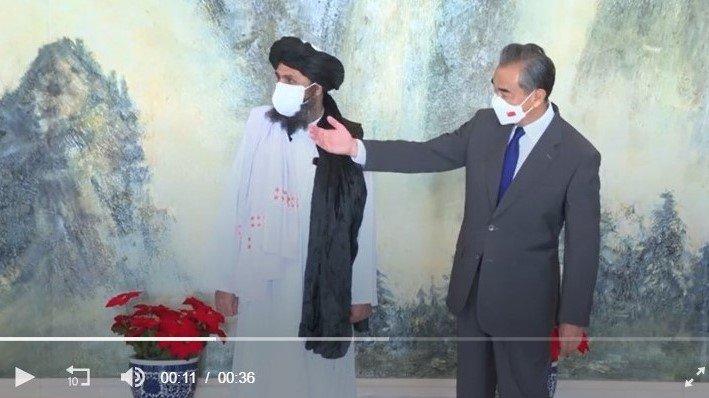 王毅7月28日在天津会见塔利班代表团