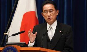 日本首相岸田文雄于 2021 年 10 月 4 日在日本东京首相官邸举行的新闻发布会上发表讲话。(图片来源:Toru Hanai - Pool/Getty Images)